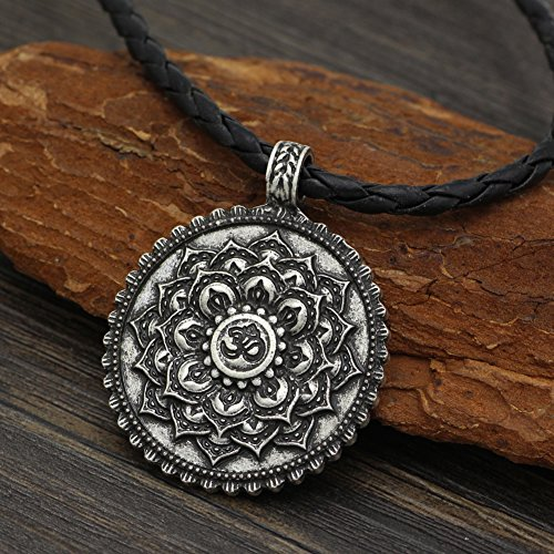 cff40537ed06 Collar vintage de plata envejecida con diseño de flor de loto y mantra Om  Caliente de