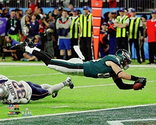 Philadelphia Eagles Zach Ertz Scores The Game Winning Touchdown During Super Bowl 52  8X10 Photo  Picture