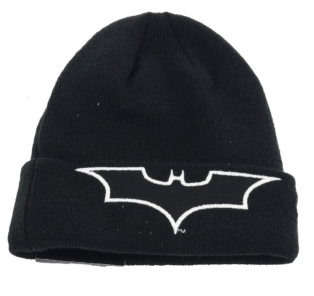 e6305bb6c8b Amazon.com  New Era Glow in The Dark Knit Batman Child Beanie Beany Wool Hat  Kind Black  Clothing