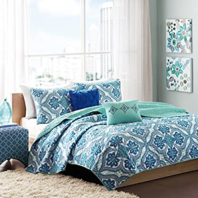 Intelligent Design Lionna Full/Queen Size Quilt Bedding Set - Blue, Bohemian Chic Pattern - 5 Piece Bedding Quilt Coverlets - Peach Skin Fabric Bed Quilts Quilted Coverlet - Set included: 1 coverlet, 2 standard shams, 2 decorative pillows Cover: 100Percent polyester filling: 100Percent Cotton Measurements88-by-90-inch coverlet, 20-by-26-inch standard shams, 12-by-16-inch Oblong pillow, 16-by-16-inch square pillow - comforter-sets, bedroom-sheets-comforters, bedroom - 61VjTd4d6wL. SS400  -
