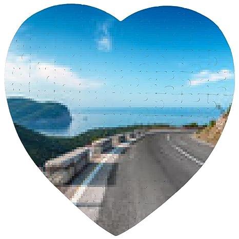 Puzzle Girando Strada Di Montagna Con Cielo Azzurro E Mare Su Uno