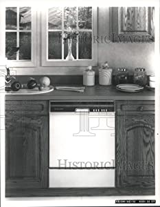 Historic Images - 1989 Press Photo KitchenAid Inc.-New Dishwasher with Quiet Scrub - hca05671