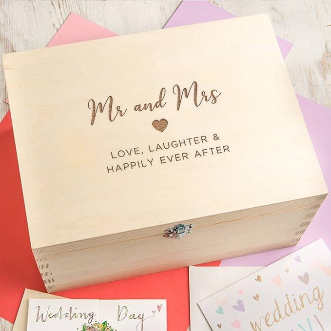 Caja de recuerdos de boda/caja de recuerdos de madera grabada/regalo de aniversario de boda para marido y esposa, parejas/«Mr and Mrs», regalo de boda para ...