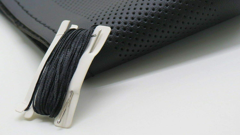 Coprivolante da cucire in morbida simil pelle nera naturale con fori universale sportivo sport auto PRICEKILLER/® Colore Nero trama pelle liscia naturale