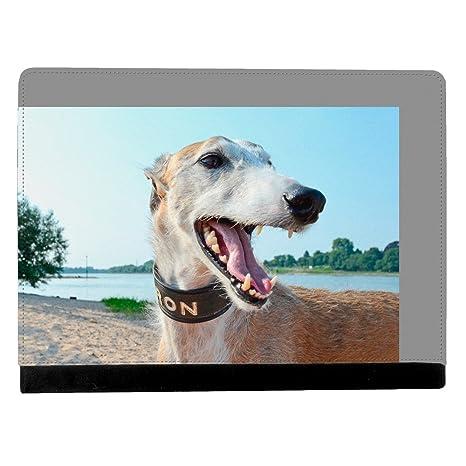 Greyhound perro cachorro en un lago sonriente en cámara Apple iPad Pro 9.7 Inch Funda de