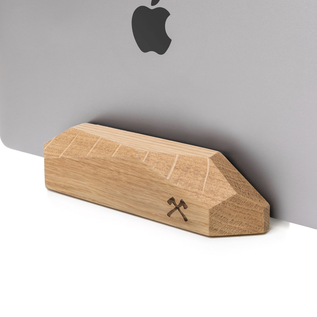 Woodcessories - EcoRest - Wooden MacBook Dock - Premium Design MacBook Stand, Holder, Rest for the Apple MacBook made of solid, FSC certified wood (Oak)