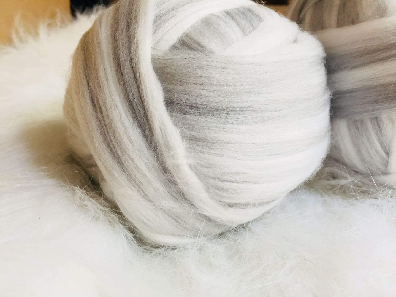 Merino Super Soft Chunky Blended Wool Yarn Combed Top Roving for Arm Knitted Throw Blankets DIY Hand Spinning Felting Dryer Balls White and Grey, 17oz-25yards