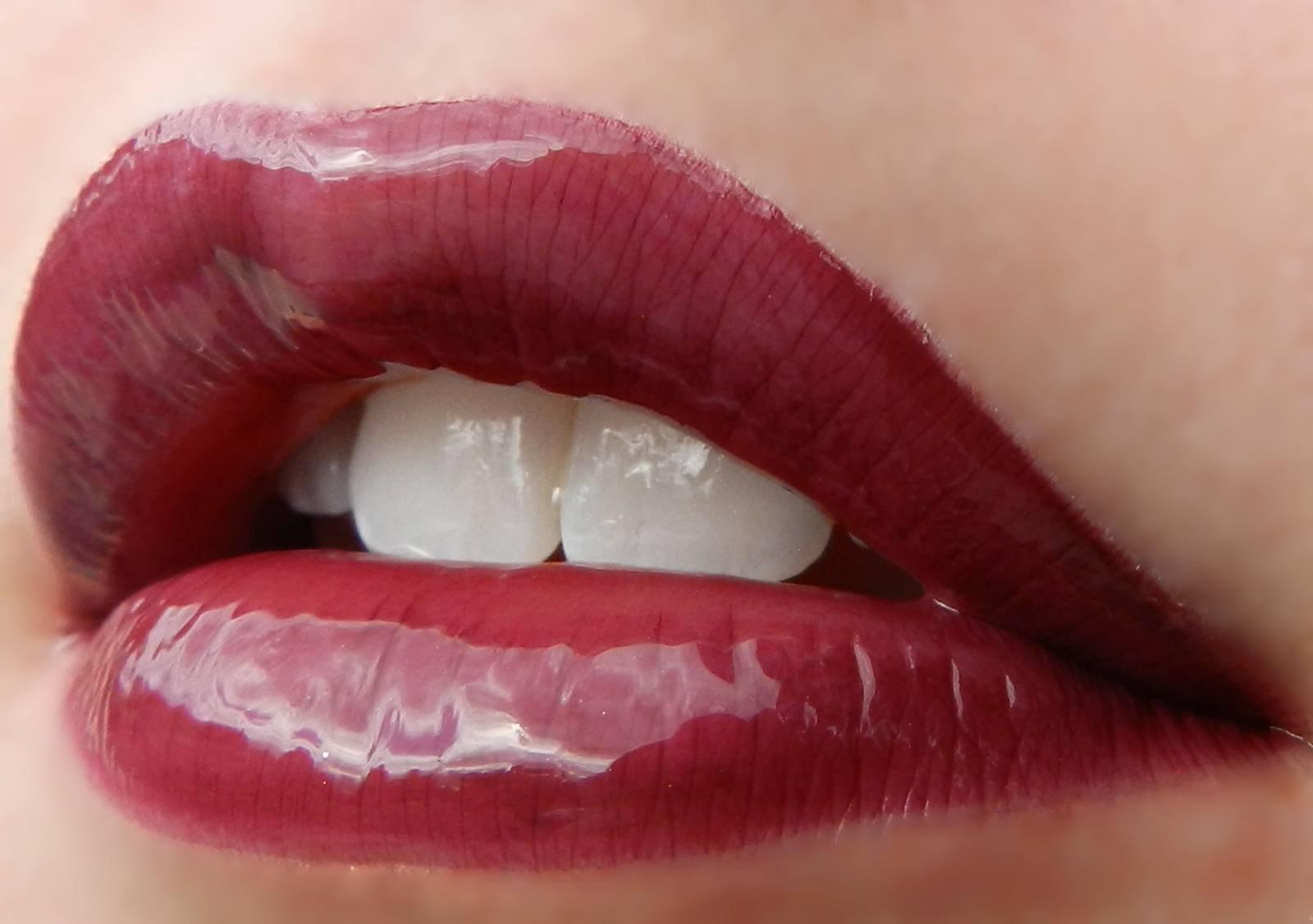 LipSense Bundle - 2 Items, 1 Color and 1 Glossy Gloss (Plum)