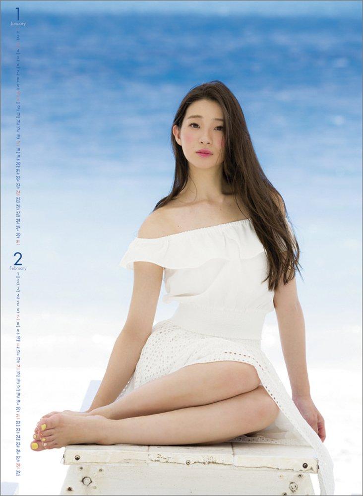 ファッションモデルの足立梨花さん