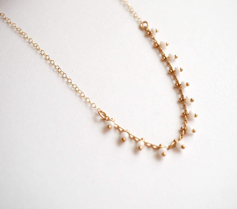 collier fin dor/é demoiselle dhonneur perles blanches collier perles collier mariage blanc et dor/é Collier plaqu/é or
