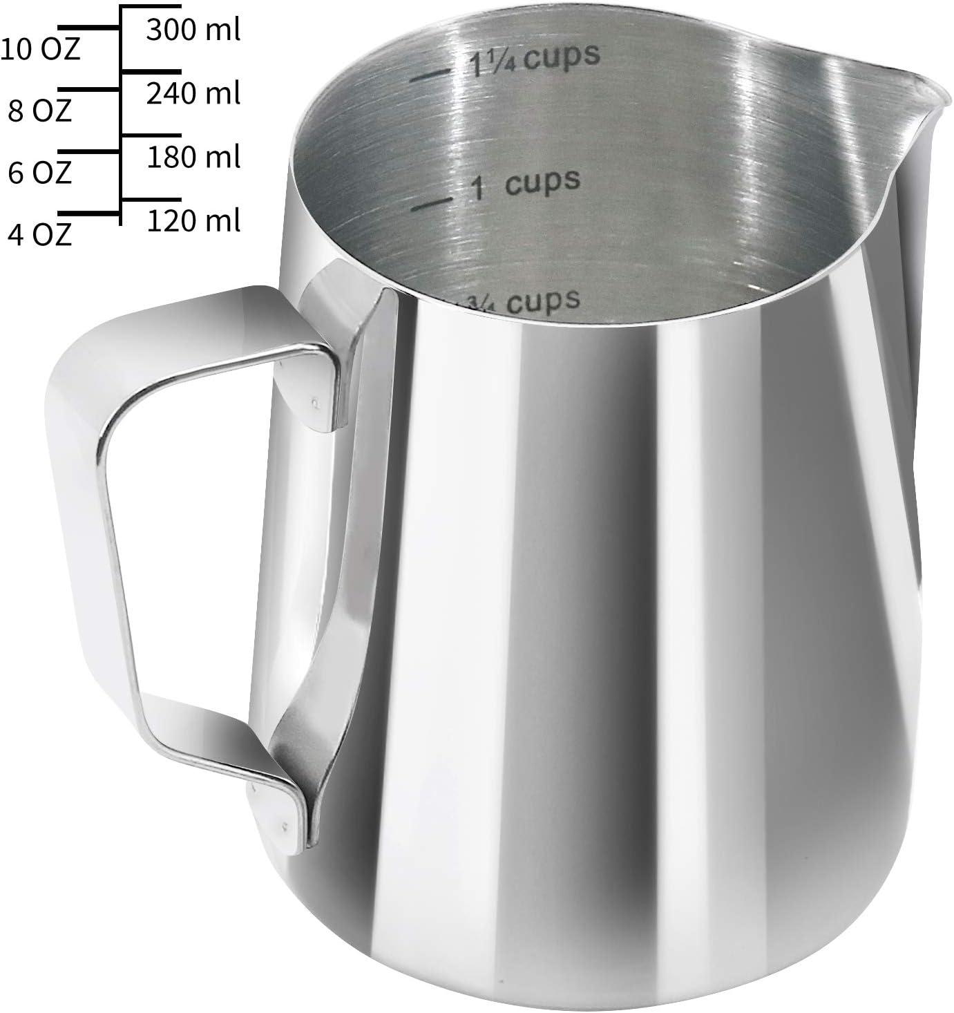 YYP Jarra de leche [3 escalas de medición, incluyendo taza, ml y escala de oz] – Jarra de espuma de acero inoxidable 304 para cafetera, espumador Art Maker, 300 ml (10 onzas líquidas/1,25 tazas)