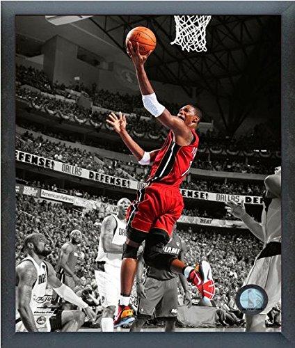 ccf5792d7d186 Amazon.com : Chris Bosh Miami Heat NBA Spotlight Action Photo (Size ...