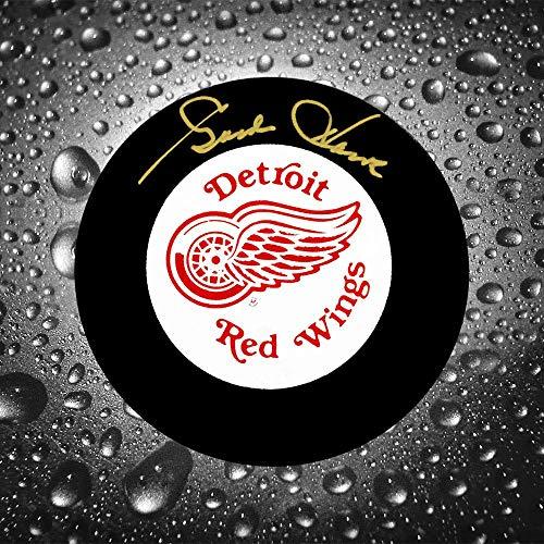 Gordie Howe Detroit Red Wings Autographed Puck
