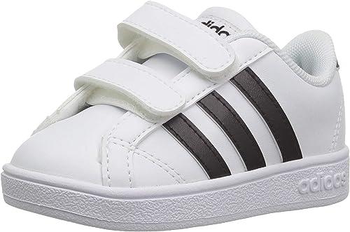 Retorcido Húmedo extremadamente  Amazon.com: adidas - Zapatos de uso diario para niños: Shoes