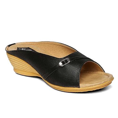 eaf913029ee PARAGON SOLEA Plus Women s Black Flip-Flops  Buy Online at Low Prices in  India - Amazon.in
