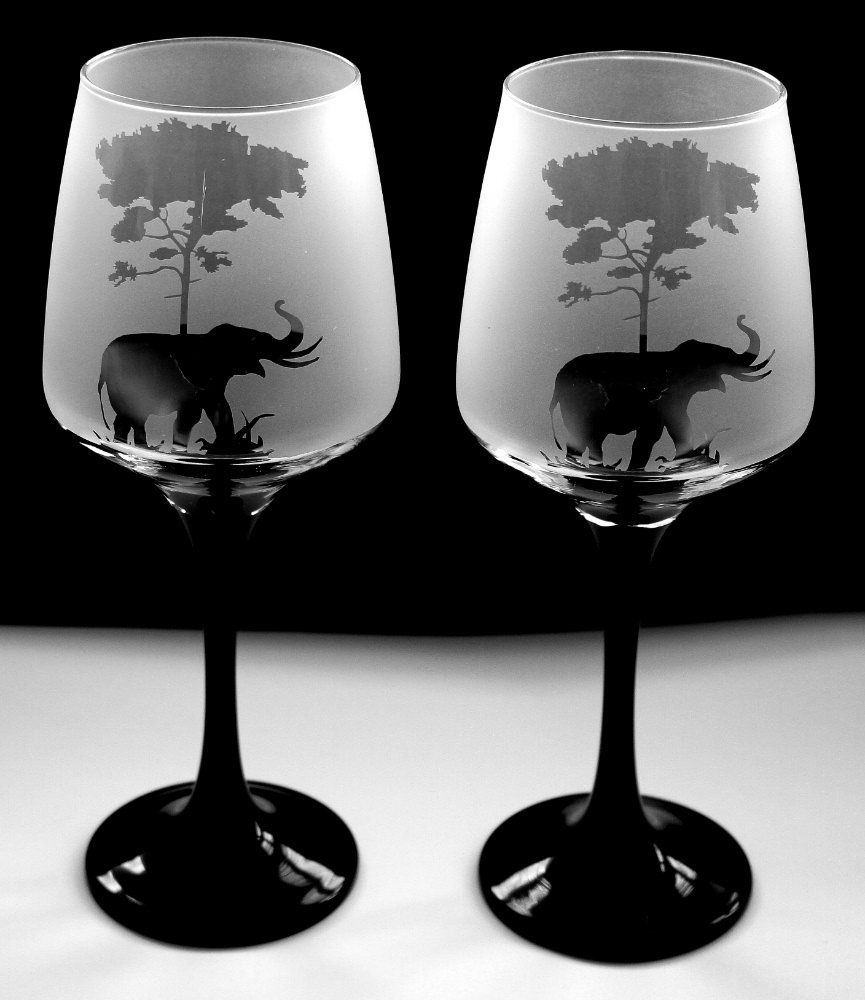 Elephant under tree gift black stem wine glasses Boxed Glas in the forest