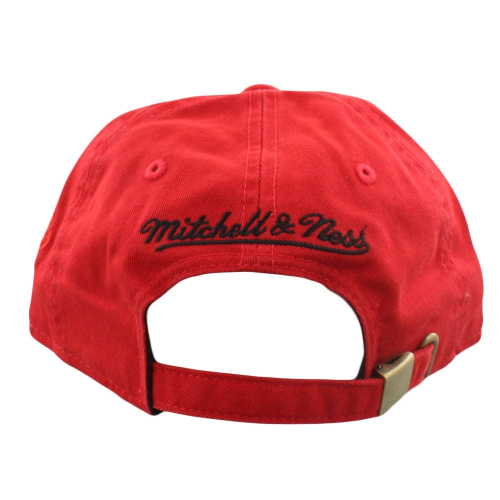 ba661abc Amazon.com : Mitchell & Ness Elements Slouch Strapback (Adjustable, NBA  Chicago Bulls, Red) : Sports & Outdoors