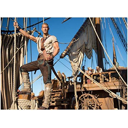 Black Sails 8 x 10 Photo Tom Hopper/Billy Bones Standing Near Rigging for Sails kn