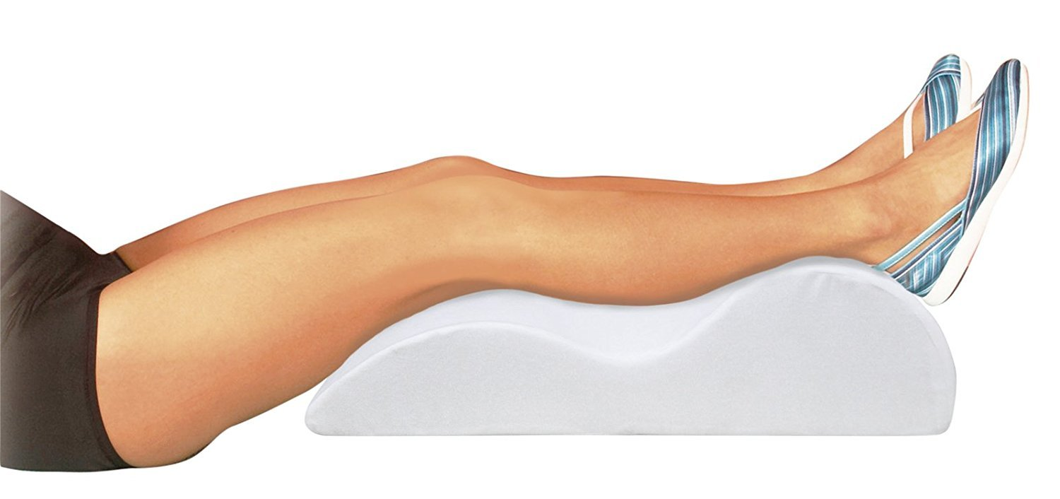 Motionperformance Soulève-jambe de mousse d'aide médicale d'Essentials (jambes de soutien et stimulent la circulation) Motionperformance Essentials