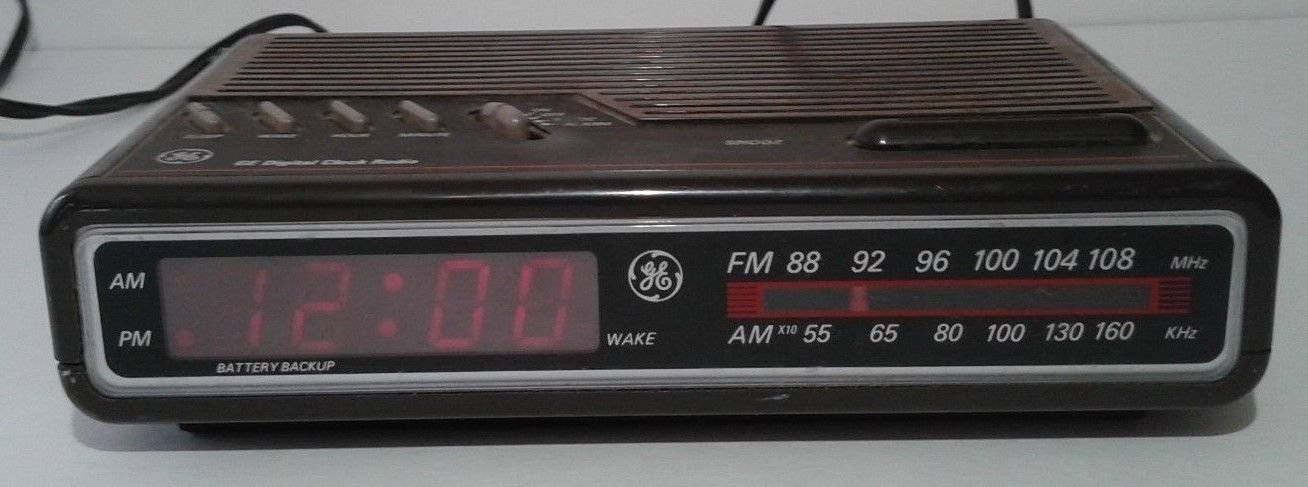 Vintage 80s GE Digital Alarm Clock AM FM Radio Model 7-4612A Woodgrain