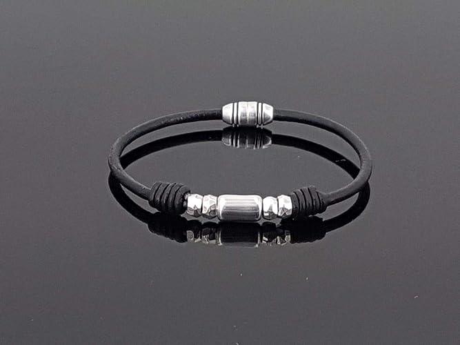 6957b247dc22 pulsera unisex hecha a mano de cuero y zamak