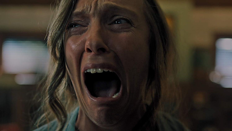 泣き叫ぶ母親アニー
