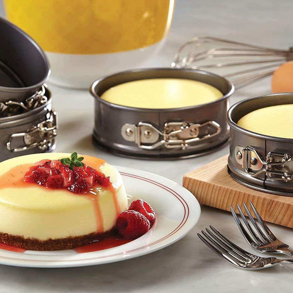 9 Inch Springform Pan Nonstick Round Cake Pan with Removable Bottom Leakproof Cheesecake Pan Bakeware