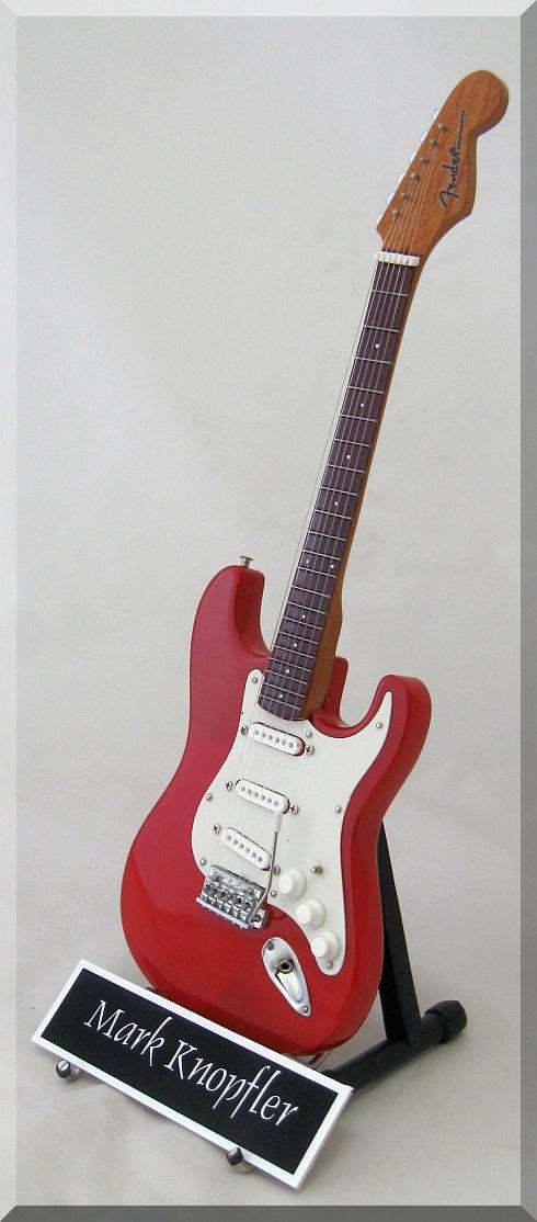 MARK KNOPFLER - Mini guitarra de dire Strait con etiqueta de nombre: Amazon.es: Instrumentos musicales