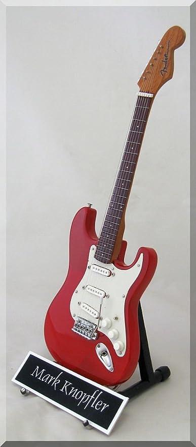 MARK KNOPFLER - Mini guitarra de dire Strait con etiqueta de nombre
