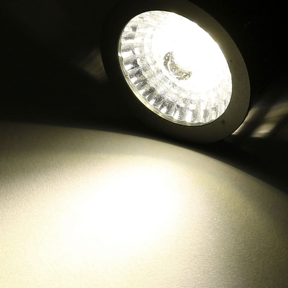 10W 30 Degree Beam Angle 60cm Arm Neutral Color LED Clip Desk Lamp Black