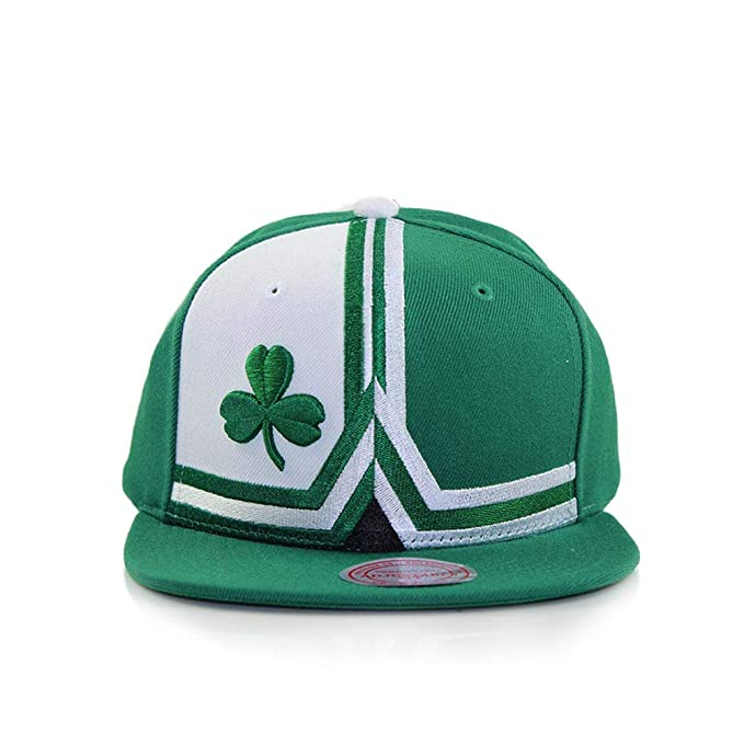 4c00c36b661 Image Unavailable. Image not available for. Color  Mitchell   Ness Boston  Celtics Green Adjustable Shorts Split Snapback Hat ...