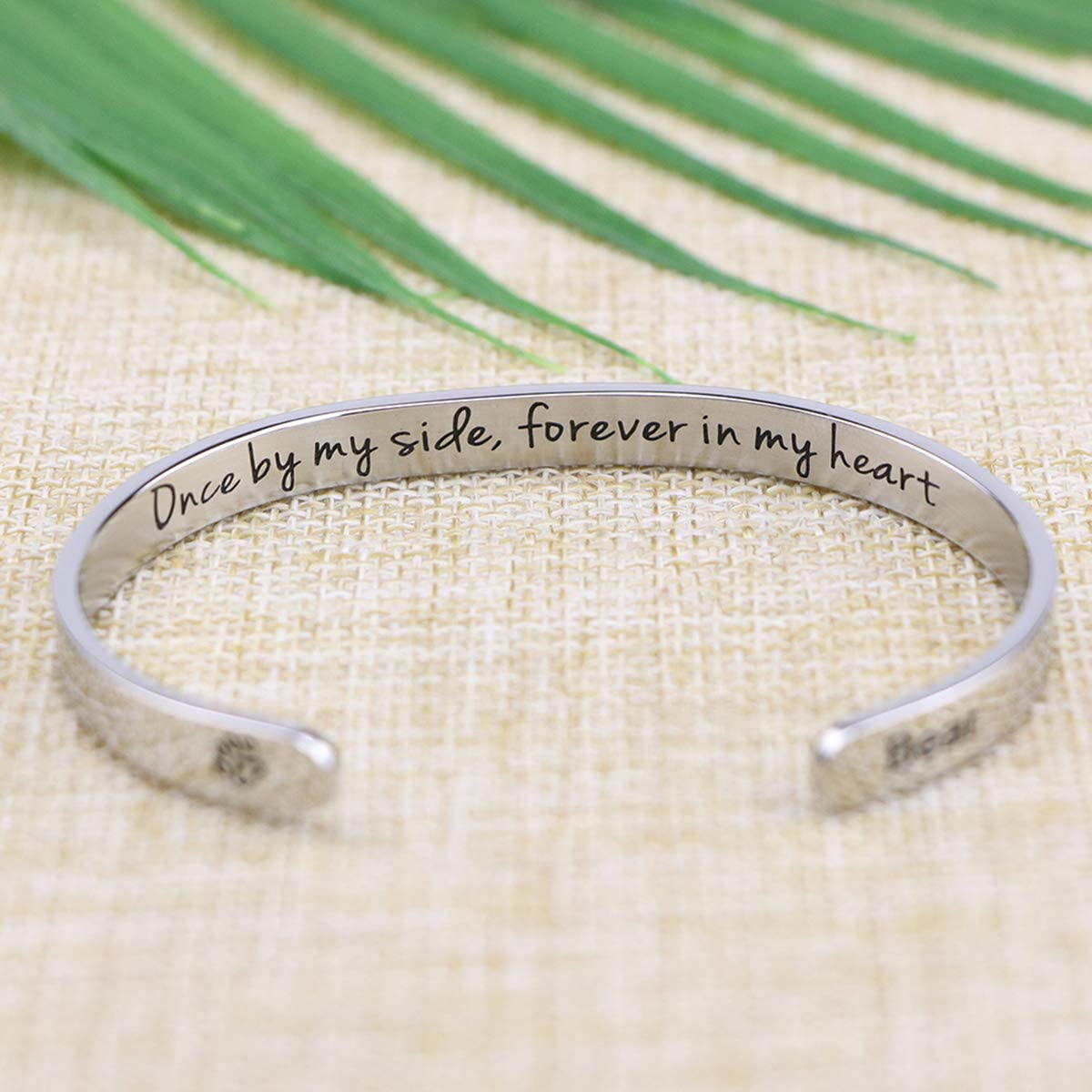MEMGIFT Pet Remembrance Gift Sympathy Cuff Bracelet Pets Loss Stainless Steel Bangle Engraved Dog Name Daisy