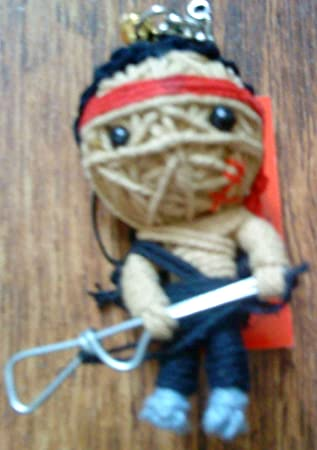 Amazon.com: Rambo (first Blood) llavero muñeca vudú sellado ...