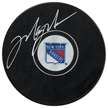 Mark Messier Signed Autograph New York Rangers Logo Hockey Puck- Beckett  Authentic dad068b9f