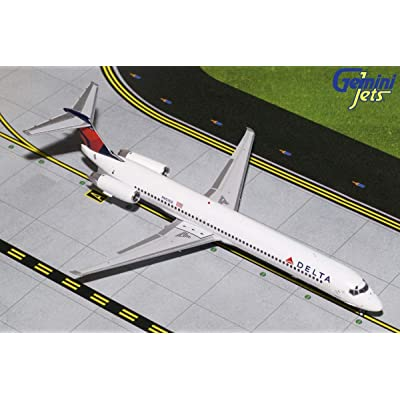 GeminiJets 1:200 Scale Delta Air Lines MD-88 Airplane Model: Toys & Games