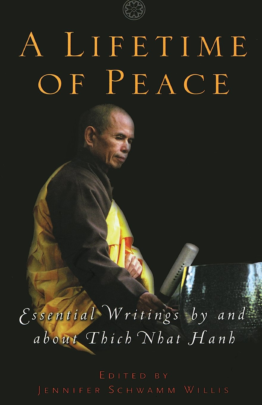 A Lifetime of Peace: Essential Writings by and about Thich Nhat Hanh:  Jennifer Schwamm Willis: 9781569244418: Amazon.com: Books