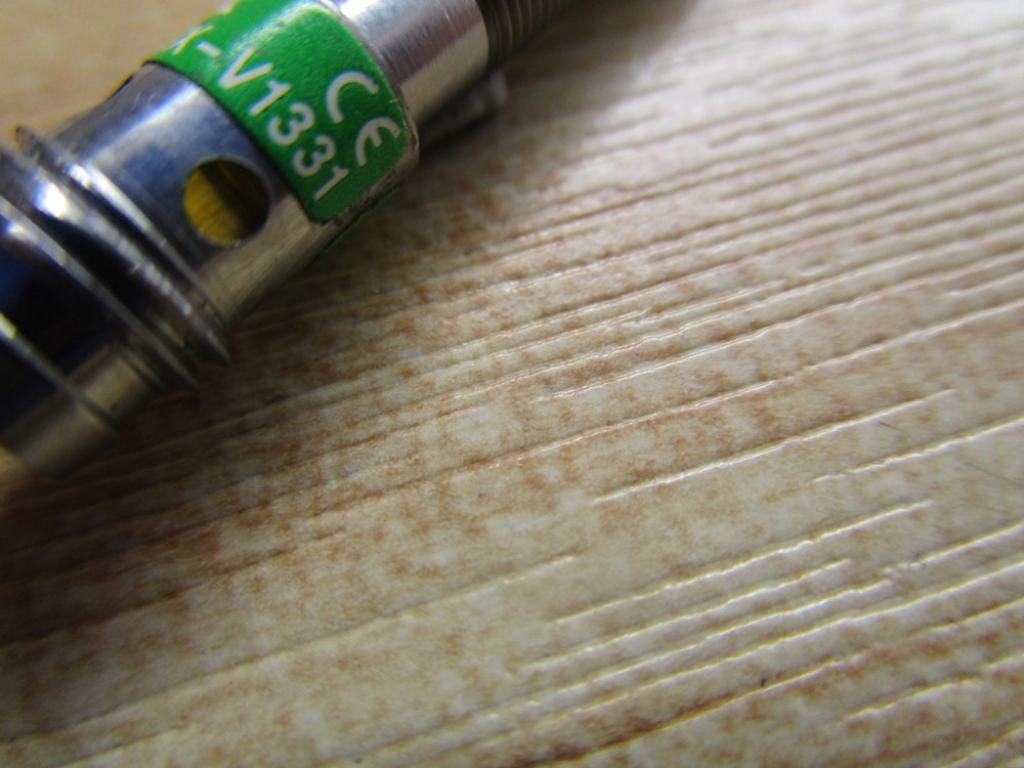 Cylindrical 1 mm Inductive Proximity Sensor Picofast Connector Embeddable 10-30V NPN