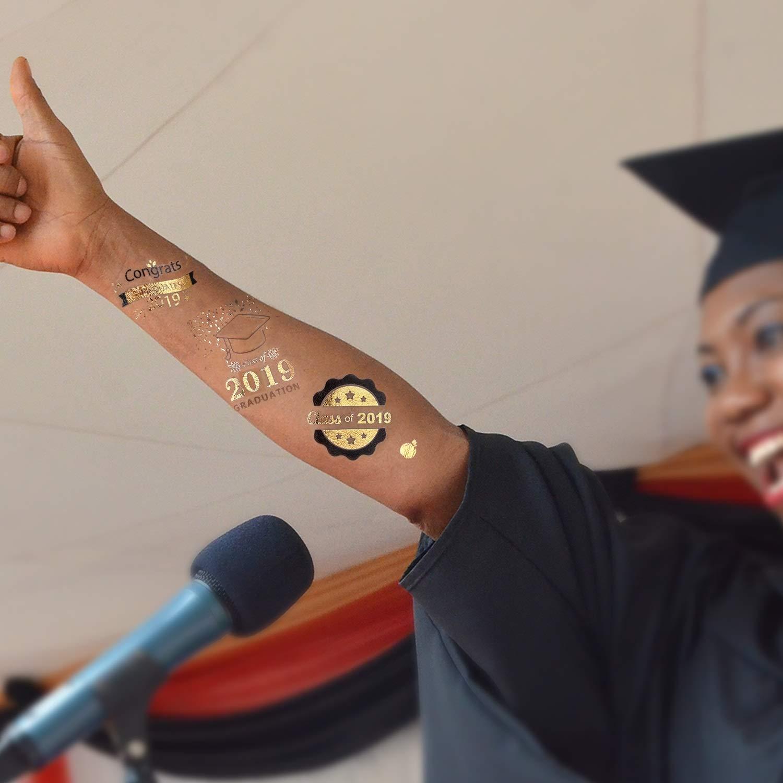 Konsait Oltre 100pcs 2019 Laurea Tatuaggi temporanei Neri Oro Laurea Decorazioni Festa Tatuaggio Temporaneo Tattoo Sticker per Adulti Uomo Donna Bambini Laurea Regalo Gadget