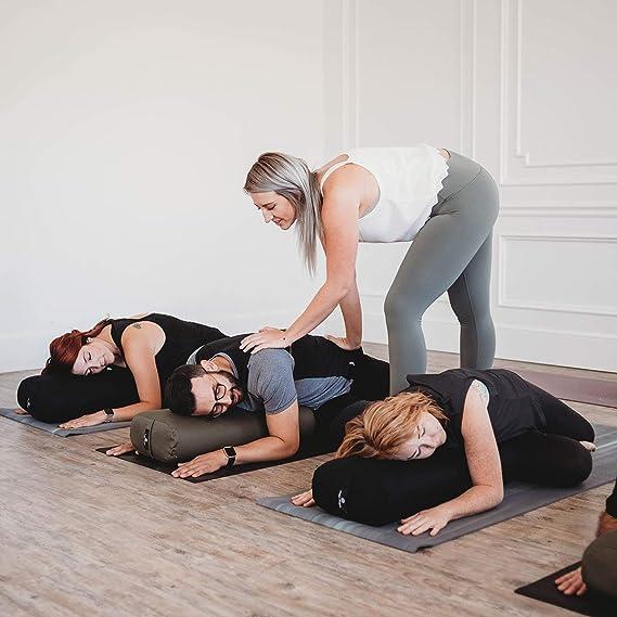 Amazon.com: Hugger Mugger almohada estándar de yoga ...