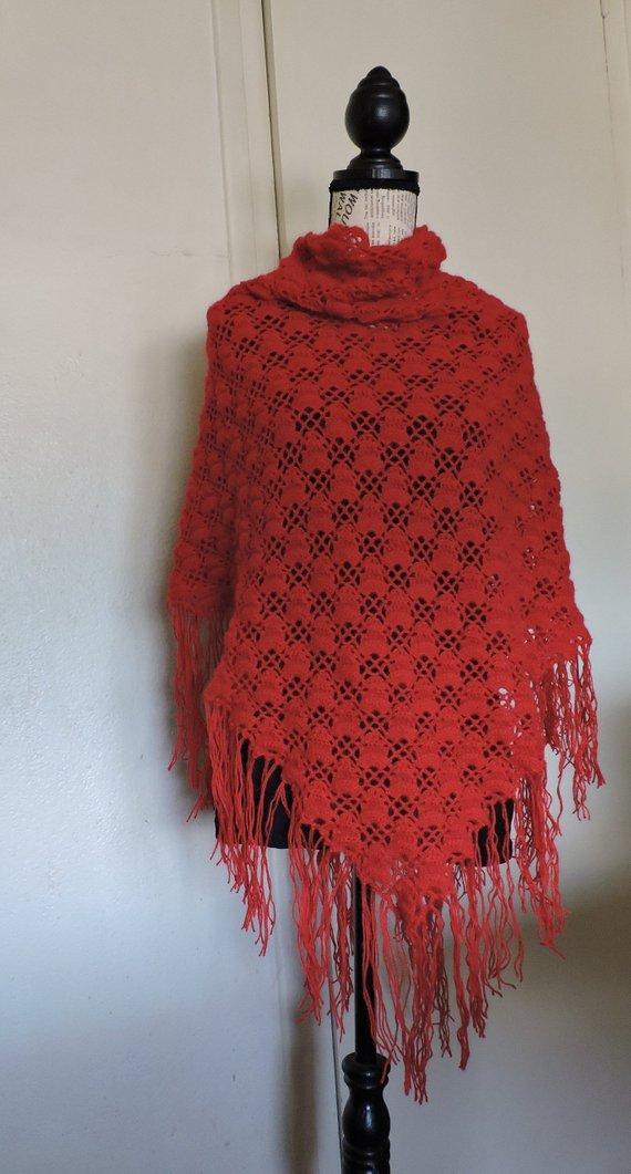Châle étole triangle écharpe rouge intense pure laine d alpaga motifs  ajourés avec fines franges  Amazon.fr  Handmade 52ce2f17dbb