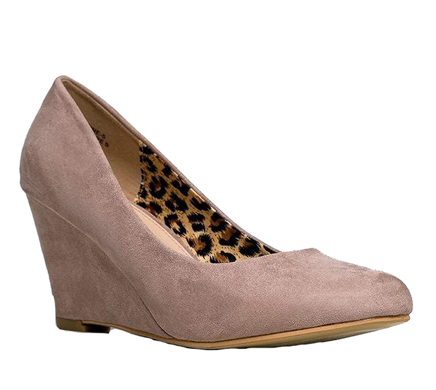 475f7391f44af Bella Marie Women s Nine-5 Classic Almond Toe Mid Wedge Pump Shoes   Amazon.co.uk  Shoes   Bags