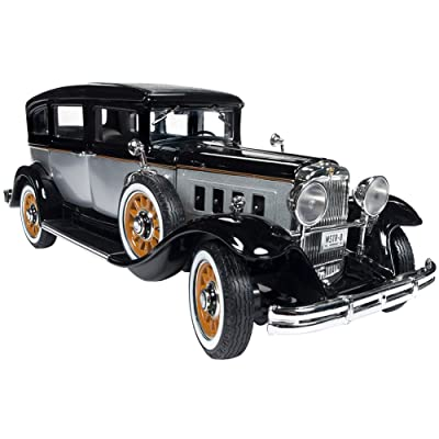 1931 Peerless Master 8 Sedan Black and Silver Limited Edition to 1,500 Pieces Worldwide 1/18 Diecast Model Car by Autoworld AW252: Toys & Games