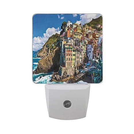 Amazon.com: Colorido enchufe en la noche, casa mediterránea ...