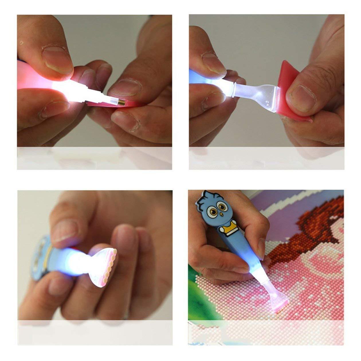 Color: Rosa HONZIRY Tama/ño port/átil 5D Diamante Punto de Pintura L/ápiz Super Brillante Luz LED Herramientas de Bordado de Diamantes de imitaci/ón Taladro Pluma con luz