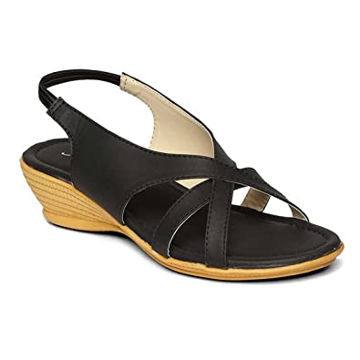 cdc266134f9c PARAGON SOLEA Plus Women s Black Sandals  Buy Online at Low Prices ...