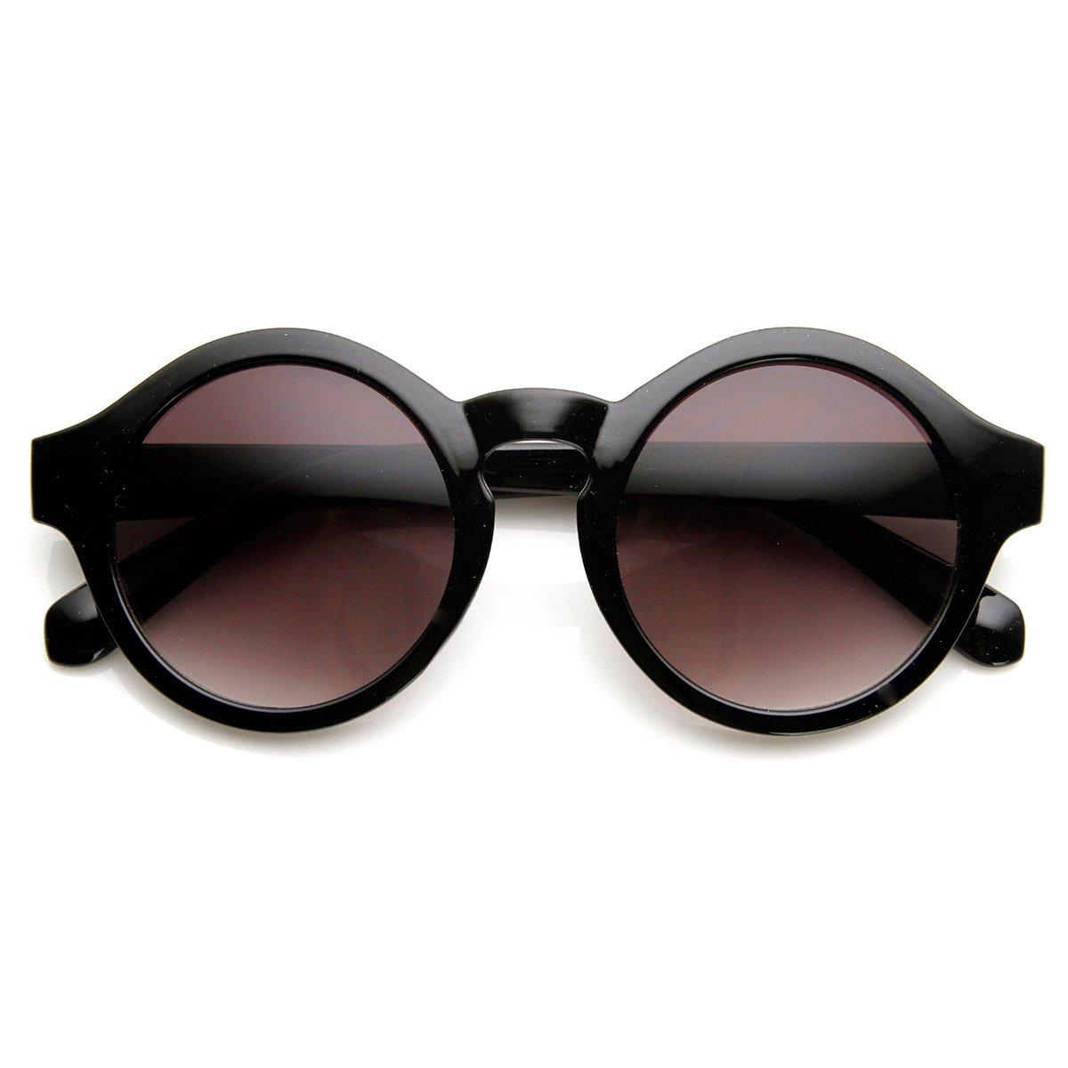 2565d7cfbb Amazon.com  Retro Bold Frame Keyhole Bridge P3 Frame Round Sunglasses  (Shiny-Black)  Clothing