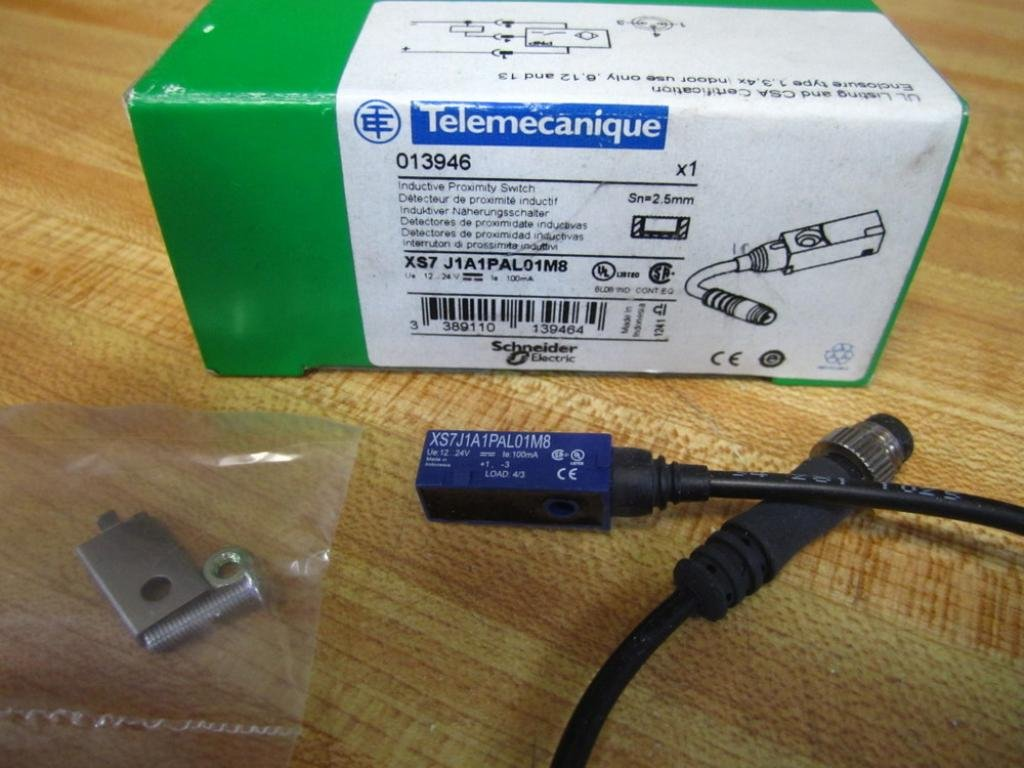 Telemecanique XS7-J1A1PAL01M8 Proximity Switch 013946: Amazon.com: Industrial & Scientific