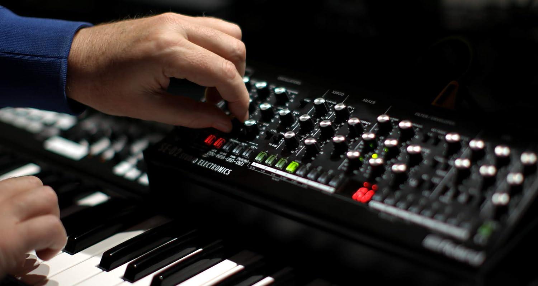 Roland SE-02 Boutique Analog Synthesizer: Amazon.es: Instrumentos musicales