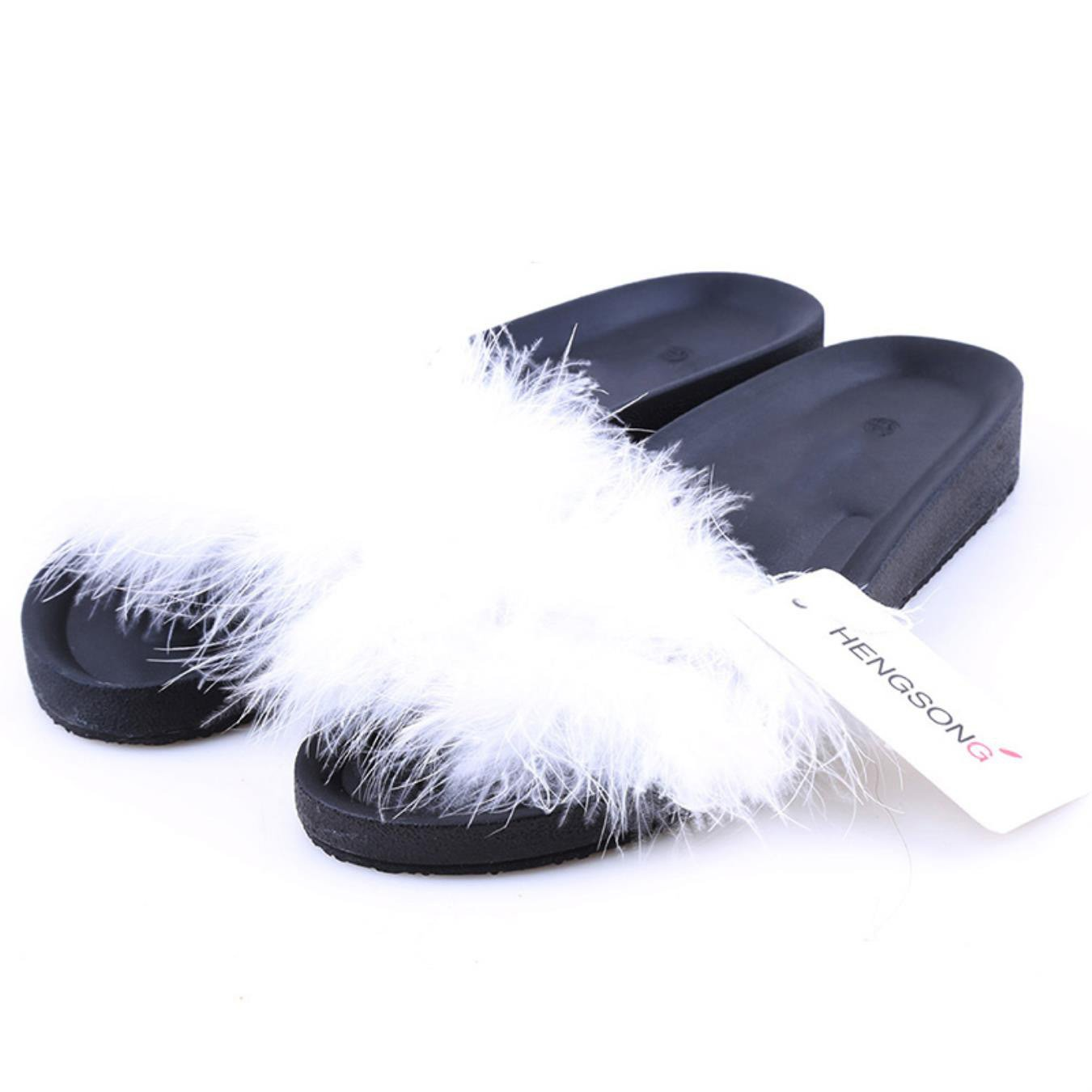 40c010be472 Amazon.com  Fur Furry Slide Sweet Feather Thick Bottom Beach Female Sandals  Hair Flip Flops  Clothing