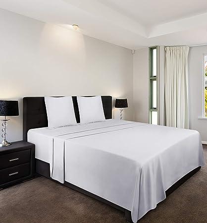 9a8e29bd82 Utopia Bedding - Set Lenzuola Letto - Spazzolata Microfibra - (Bianco, Una  Piazza e Mezza): Amazon.it: Casa e cucina